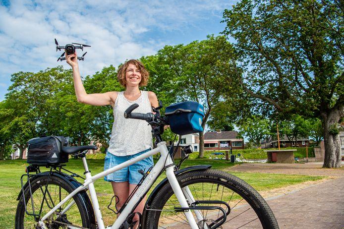 Fietsvlogger Jessica de Korte uit Schoonhoven gaat met haar fiets, camera en drone de hele wereld over.