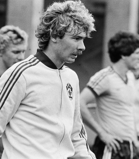 De rode kaart die Hans Kraay 24 wedstrijden schorsing kostte achtervolgt hem nog steeds: 'Schaam me kapot'