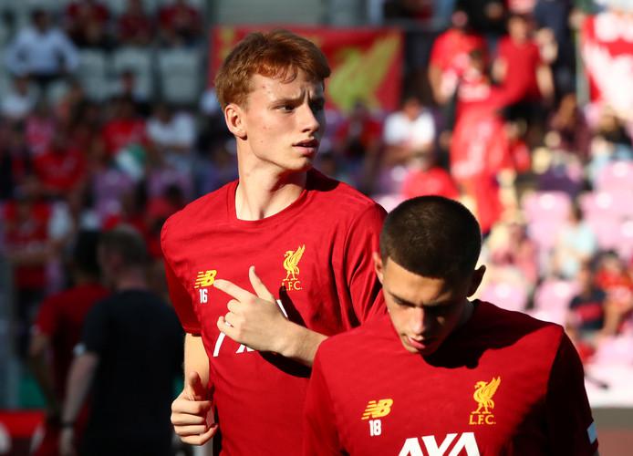 Sepp van den Berg heeft bij zijn eerste officiële wedstrijd voor Liverpool een 3-0 nederlaag geleden tegen de reserves van Chelsea.
