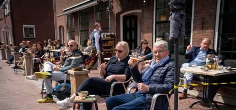 Eén hoek op de Markt in Huissen bleef bij alle drukte op de terrassen pijnlijk stil. Ciao Claudio