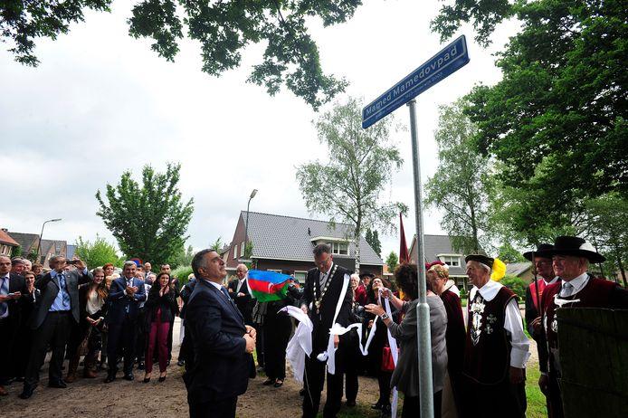 In 2012 zijn de ambassadeur van Azerbeidzjan en minister Gerd Leers aanwezig bij de onthulling van het naambord van het Mamed Mamedovpad en het vlakbij gelegen monument.