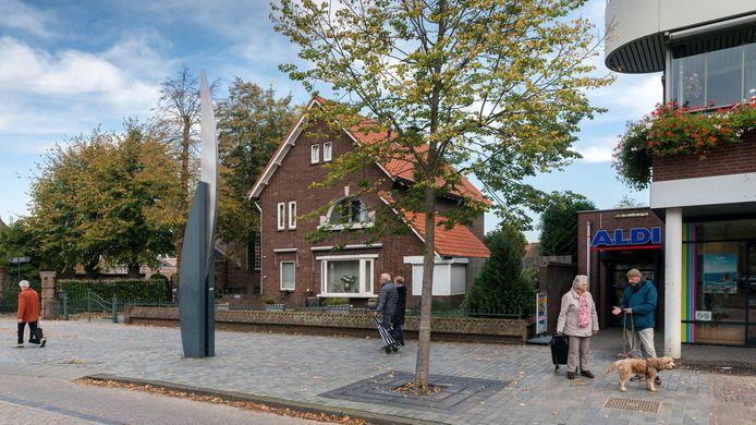 De karakteristieke villa op Hoofdstraat 152 wijkt voor uitbreiding van de Aldi.