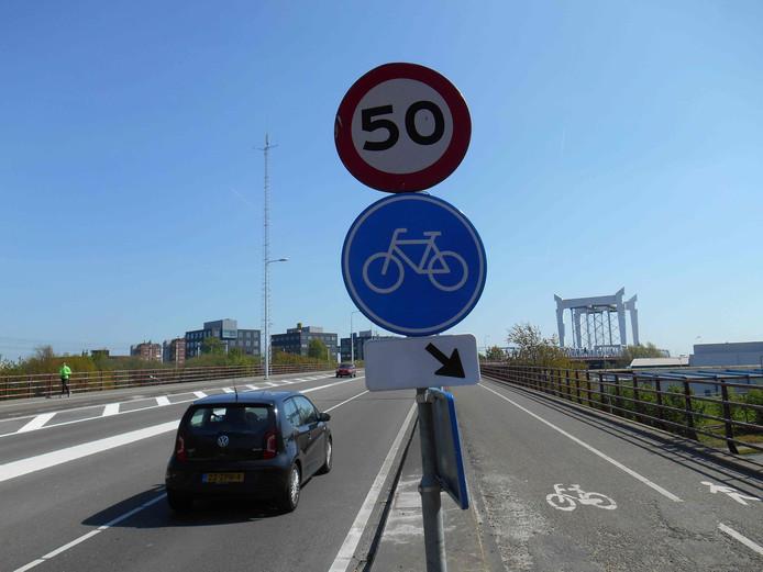 De Stadsbrug tussen Dordrecht en Zwijndrecht.
