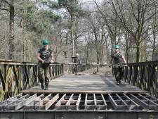 Iedereen blij met militaire oefening in Overloon: Baileybrug weer terug op z'n plaats