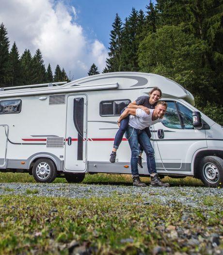 Mannen legen het toilet, vrouwen staan in de keuken: zo kamperen Nederlanders in een camper