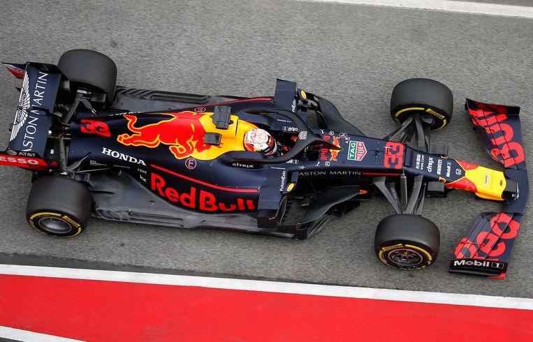 Max Verstappen in actie tijdens de testweek op het circuit van Catalonië.  Beeld AP
