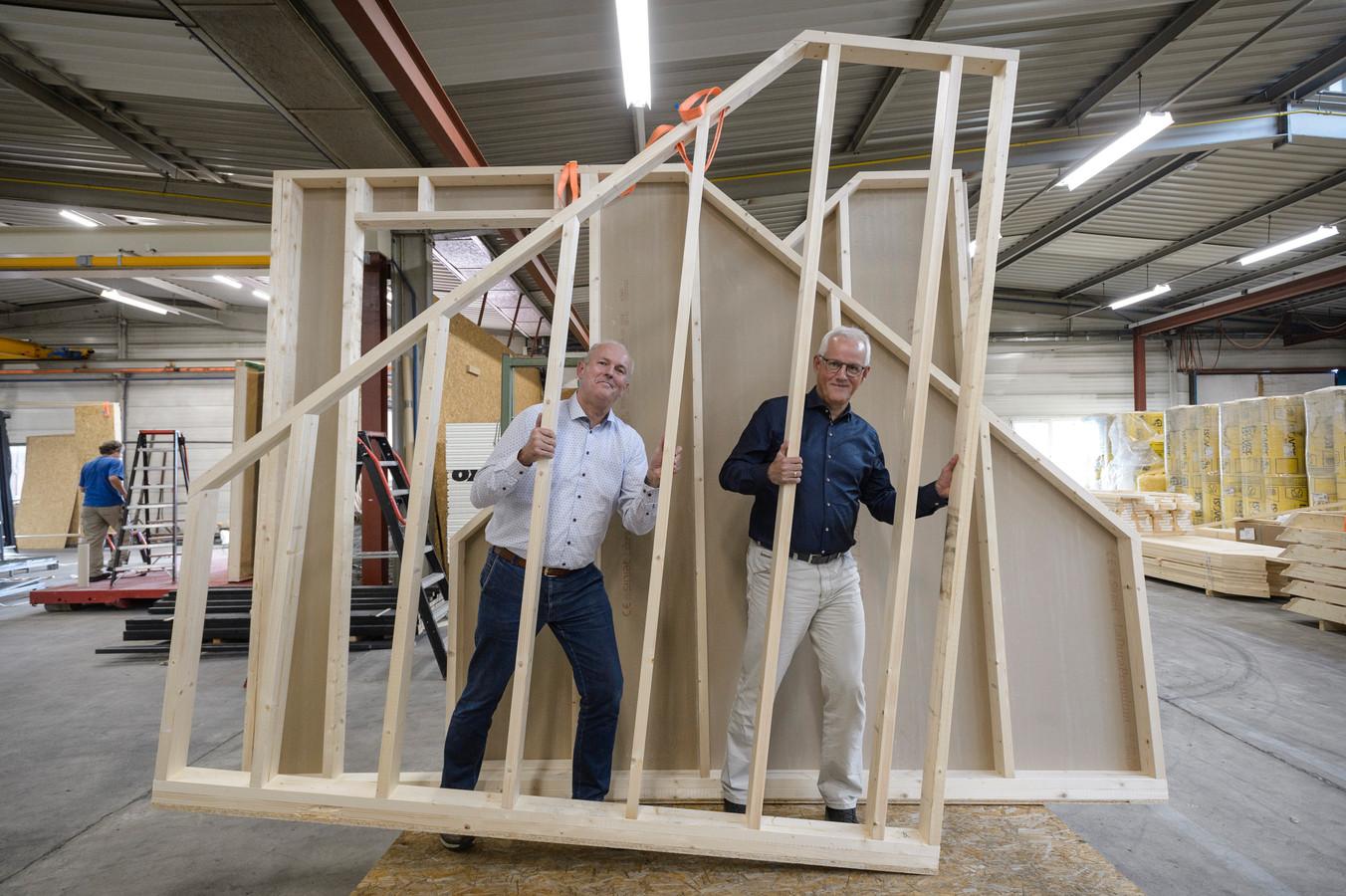 Directieleden Herman Pluimers (rechte) en Harrie Overbeek.