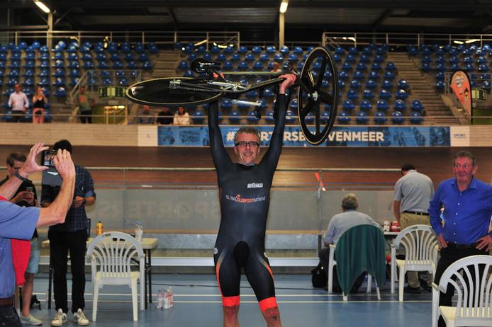 Alex Van Breedam zamelde met zijn poging zo'n 10.000 euro in voor het goede doel.
