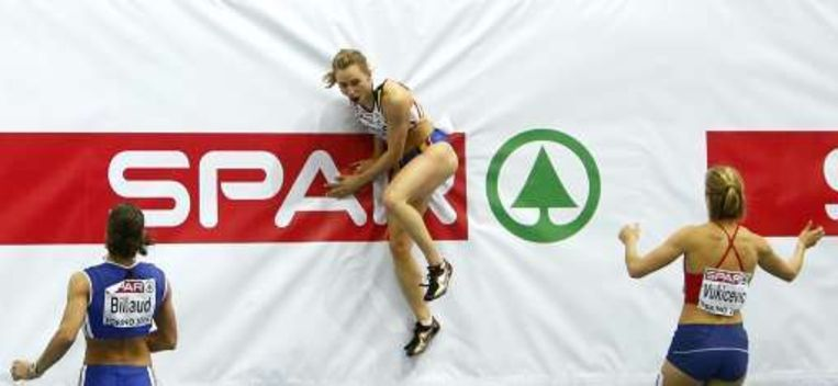 De Belgische Eline Berings viert haar medaille. Beeld UNKNOWN