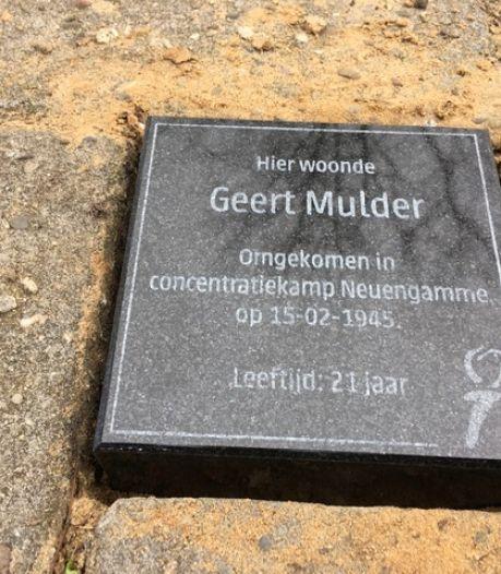 Ook twee herinneringssteentjes in Vroomshoop, voor Mans Fokkert en Geert Mulder