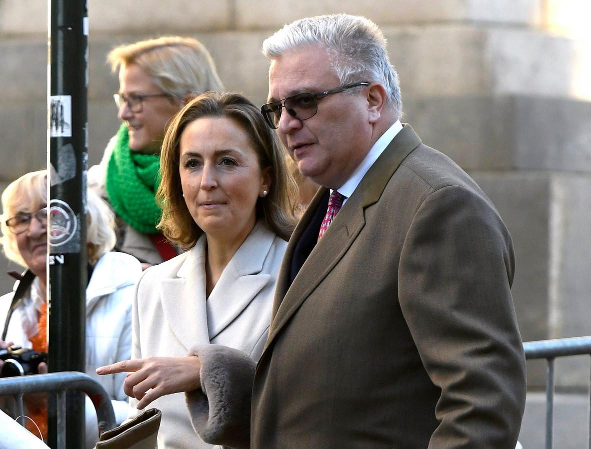 Prins Laurent en zijn vrouw worden achtervolgd door geruchten dat ze al maanden uit elkaar zijn. Royaltykenners hebben daar echter hun twijfels over.