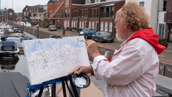 Jaap (68) schildert de haven in Spakenburg, maar legt er wél wat oude botters bij: 'Lekker uit de losse hand'