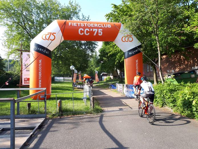 Finish bij de Tecklenburg Rundfahrt van de Nijverdalse fietstoerclub CC '75.