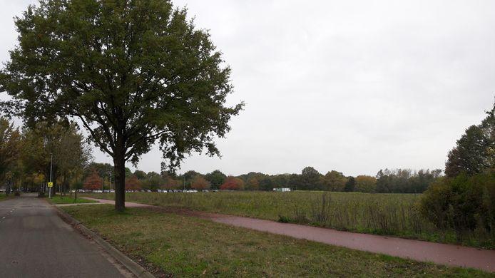 Het gebied aan de Castilliëlaan in Eindhoven; tussen de Huizingalaan en het woonwagenkamp komen 700 tijdelijke huurwoningen in de categorie middeldure en sociale huur.