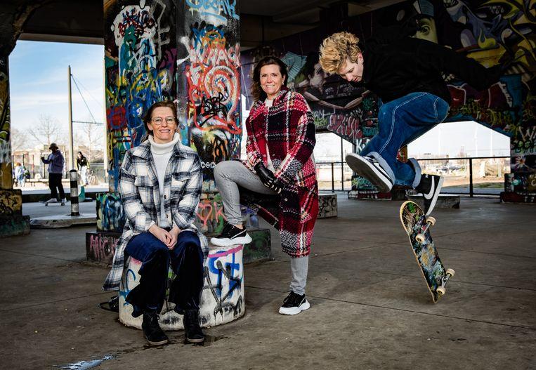 Sara Vercauteren (l.) en Heidi De Pauw, CEO van Child Focus, initiatiefnemers van de open brief.  Beeld Joel Hoylaerts/Photo News