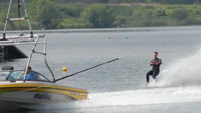 Darren (16) pakt brons op Belgisch Kampioenschap blootvoets waterskiën
