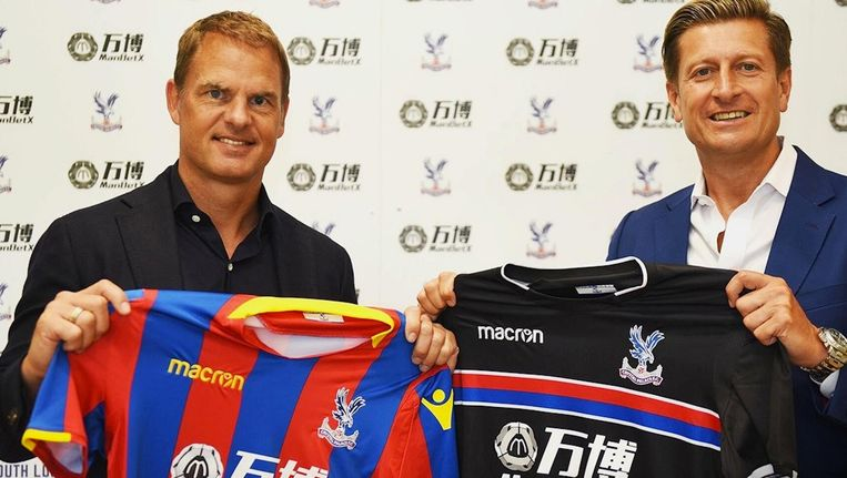De Boer met Steve Parish van Crystal Palace. Beeld Crystal Palace