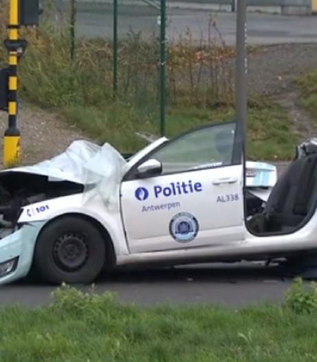 Violent crash entre une voiture de police et un camion-poubelle