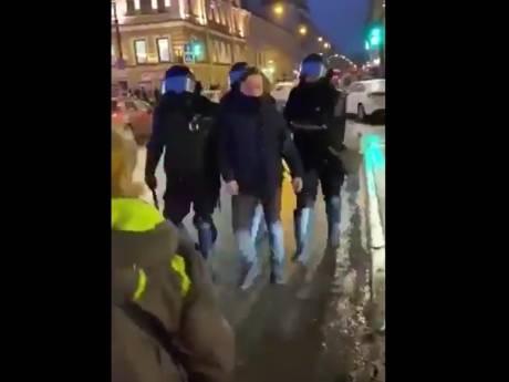 """L'état de santé de la manifestante russe frappée par un policier s'est """"considérablement aggravé"""""""