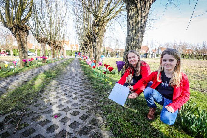 Deze meisjes uit Oplinter bij Tienen laten ook een briefje achter: 'Lieve burgemeester, na meer dan 40 jaar is het tijd om afscheid te nemen. Slaap lekker en zoete dromen'.