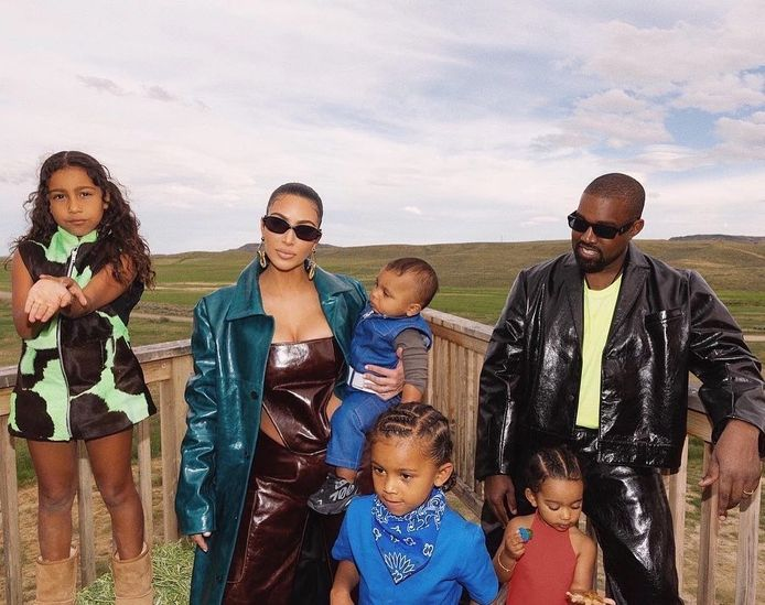 Kim Kardashian, Kanye West en de kinderen.