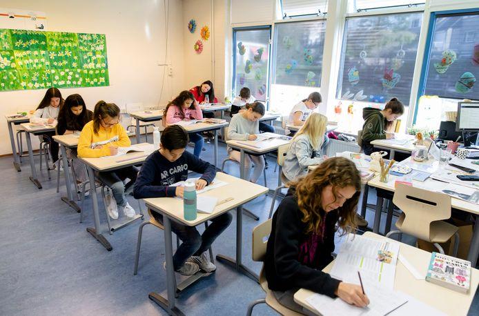 Foto uit 2019: leerlingen van basisschool 't Palet uit Gouda maken de centrale eindtoets.
