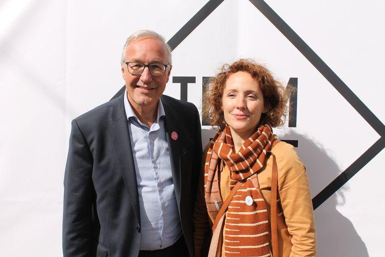 Rudy Coddens (sp.a) en Elke Decruynaere (Groen) nemen respectievelijk de eerste en de tweede plaats in op de gemeenschappelijke lijst, die verder wordt ingevuld met jong talent. Beeld rv
