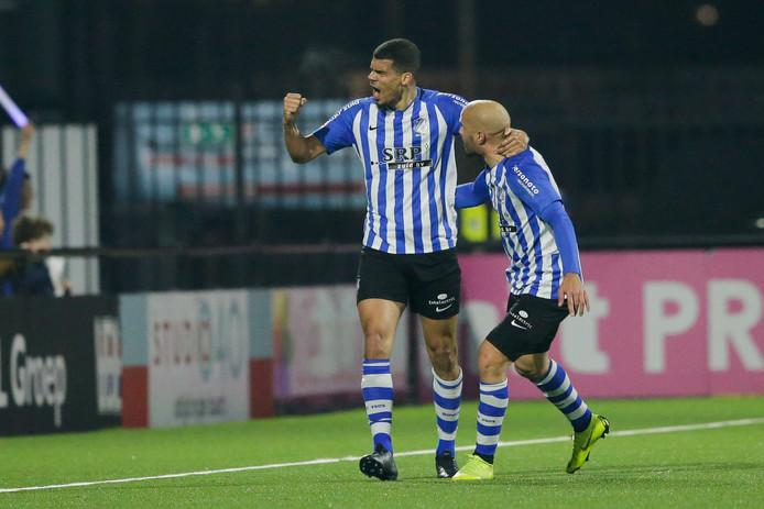 Mawouna Amevor (links) scoorde in de slotfase en bezorgde FC Eindhoven daarmee een punt.