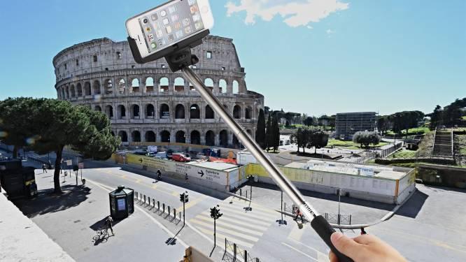 Dieven gebruiken ingenieuze truc met selfiestick om handtas Belgische toeriste te stelen in Italië