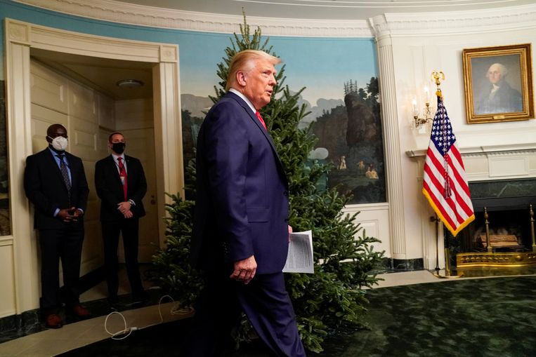 De Amerikaanse president Donald Trump in het Witte Huis voorafgaand aan een videoconferentie met vertegenwoordigers van de strijdkrachten op de nationale feestdag Thanksgiving. Beeld REUTERS