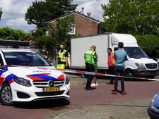 Gedumpte bus met 2000 liter drugsafval staat al weken in centrum van Werkendam: 'Levensgevaarlijke situatie'