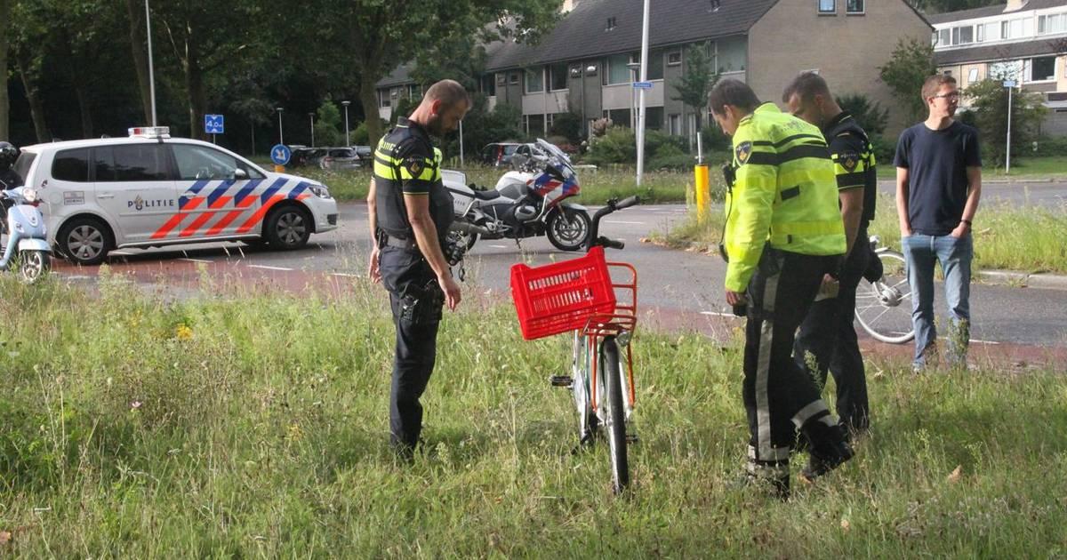 Jeugdige fietser gewond naar ziekenhuis na botsing met auto in Zwolle.