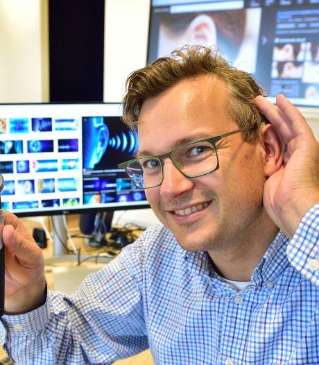 Dove Bram (39) verkoopt gehoorapparaten: 'Klanten zeggen: eindelijk iemand die me begrijpt'