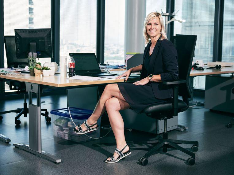 Caro D'hoe (FOD Financiën): 'Het moet de moeite waard zijn om naar kantoor te komen. Er moet een doel zijn.'  Beeld JORIS CASAER