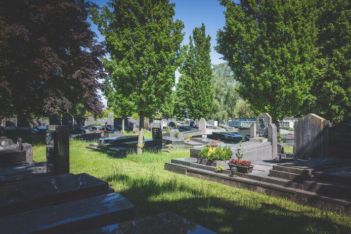 Une jeune fille de 14 ans a été victime d'un viol collectif dans le cimetière Westerbegraafplaats de Gand le 15 mai dernier. Elle s'est donné la mort quelques jours plus tard, après que les auteurs ont diffusé les images en ligne.