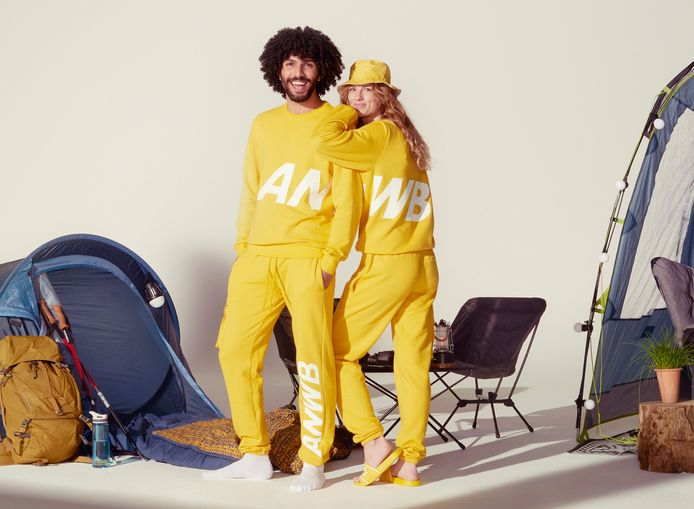 De gele campingpakken van de ANWB waren in no time uitverkocht.