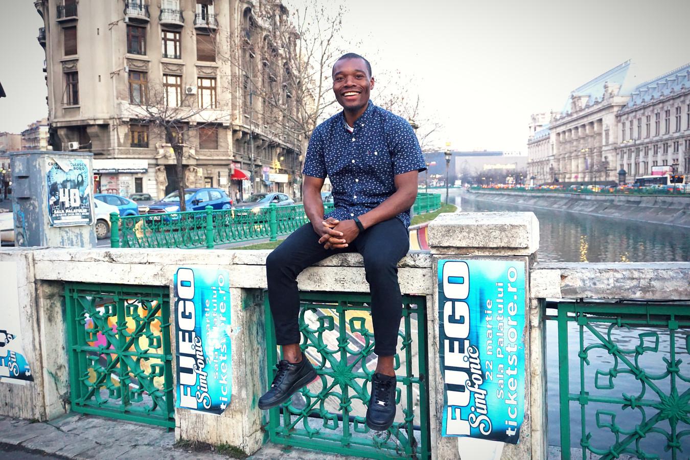 Moussa Sanoh in het centrum van Boekarest (Roemenië), waar hij in 2020 speelde bij FC Voluntari.