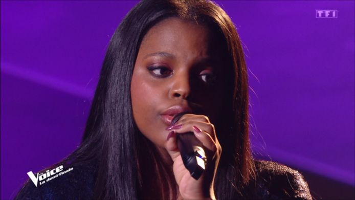 """Mentissa Aziza en finale de """"The Voice France""""."""