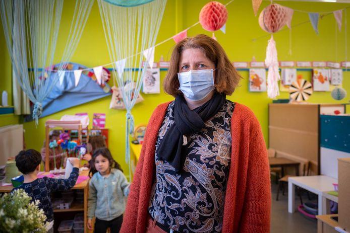 Directrice van BS De Parel Hilde Dewulf in de kleuterklas die ze moest sluiten wegens personeelstekort