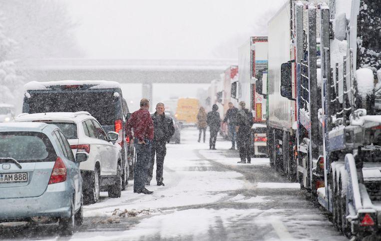 Chaos op de A8 in Beieren. Beeld EPA