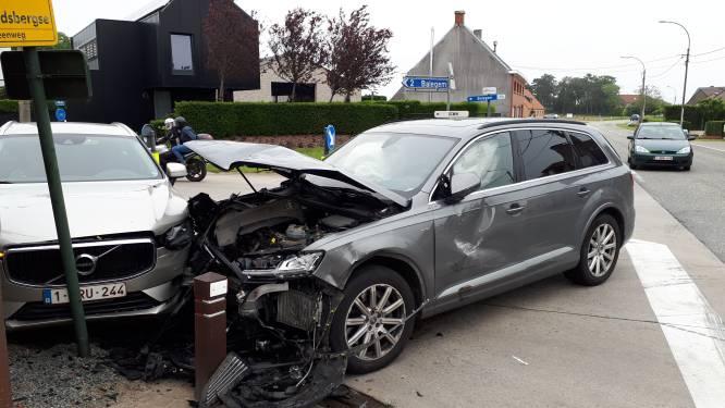 Drie wagens in de prak bij zwaar verkeersongeval op kruispunt met IJshoute