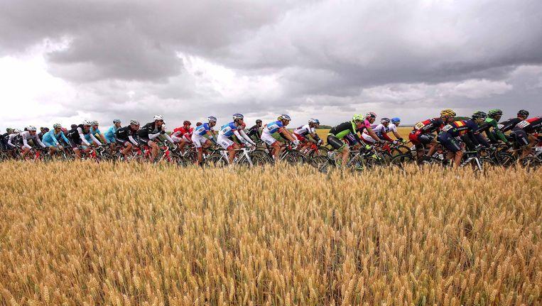 De Tour trok aan een gezapig tempo door Noord-Frankrijk. Beeld TDW