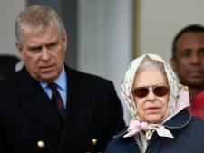 Prins Andrew terug aan zijde van moeder Elizabeth
