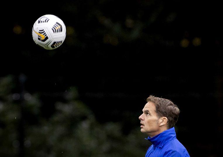 Coach Frank de Boer van het Nederlands elftal tijdens de training ter voorbereiding op het Nations Leagueduel tegen Polen.  Beeld ANP