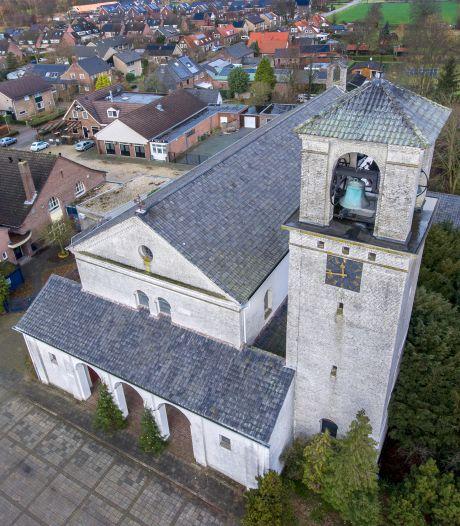 Kort geding over hek bij kerk De Horst uitgesteld