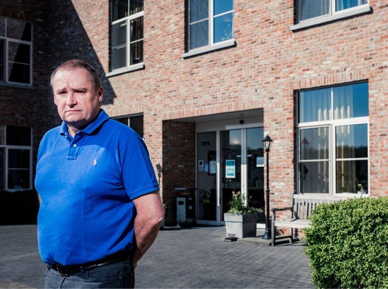 Kurt Stabel, directeur van WZC Buitenhof: 'Niemand is zijn bejaarde vader of moeder hier komen weghalen. Mensen van 90 hebben kinderen van 70: die zijn zélf ook bang.' Beeld