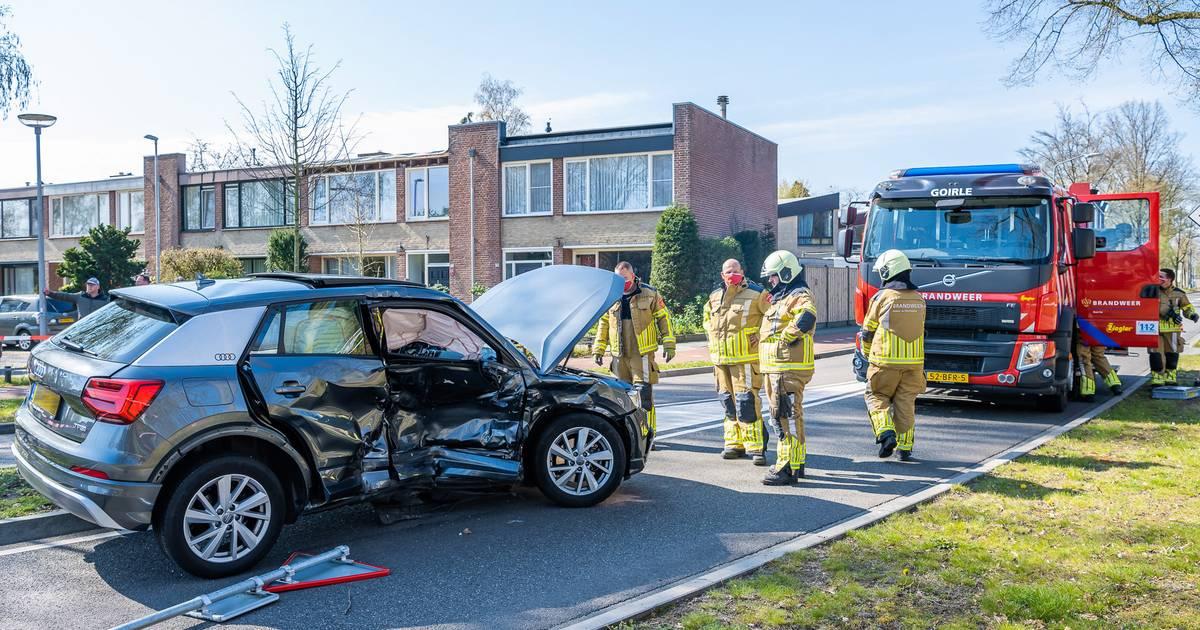 Aanrijding met twee autos in Goirle, bestuurder gewond.