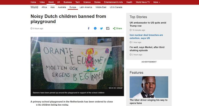 De BBC heeft het spandoek van het protest groot op de website staan