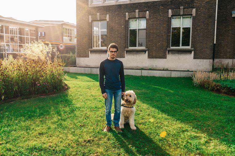 Yip De Loose (19) is slechtziend en is niet meer welkom op de Tuinbouwschool PITO in Stabroek. Beeld Illias Teirlinck