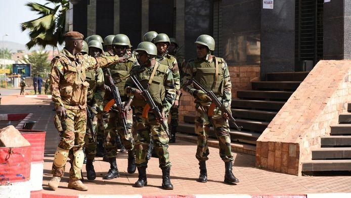 Soldaten op straat na de vorige aanslag in Bamako